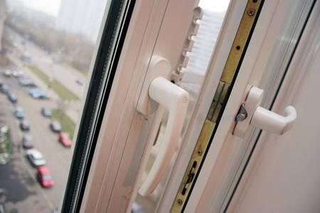 Как устранить конденсат на пластиковых окнах -